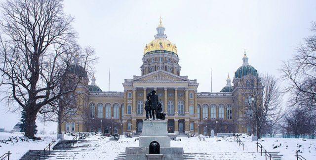 Iowa House Democrats introduce bill to increase minimum wage