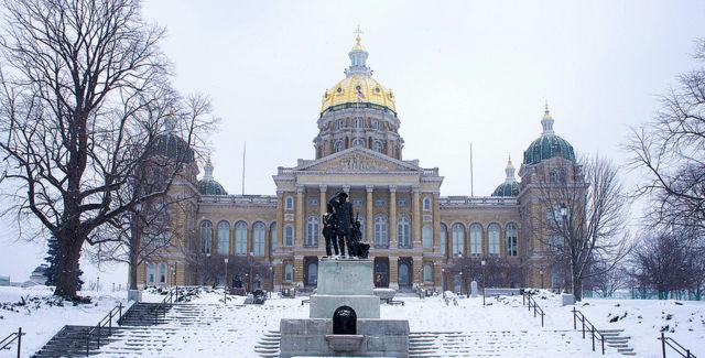 Iowa House Democrats introduce bill to raise the state's minimum wage