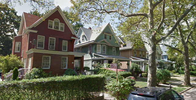 HBO's Girls using Brooklyn neighborhood as an IC stand-in   Little Village