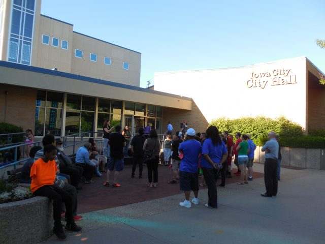 Marcela Hurtado addresses Forest View residents and supporters -- photo by Cassandra Santiago