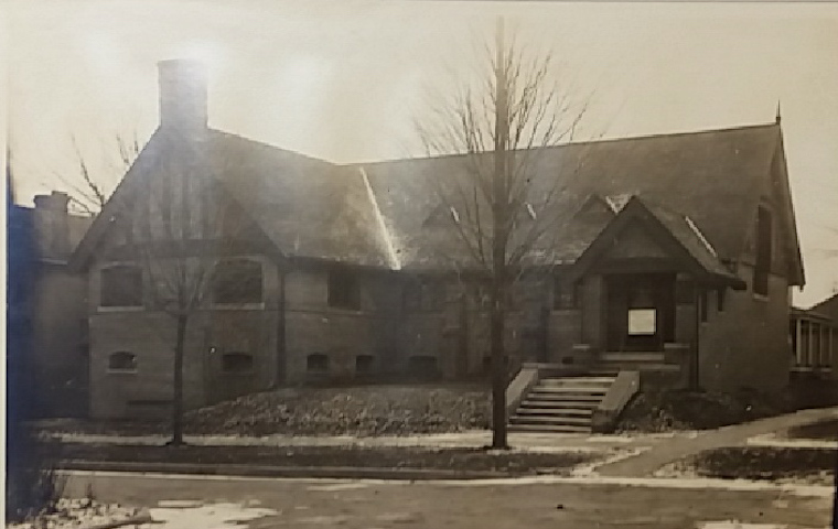 Outside of the Unitarian Universalist Society Church in 1908. -- photo via the  State Historical Society of Iowa