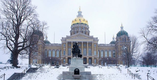 Iowa House Democrats introduce bill to raise the state's minimum wage
